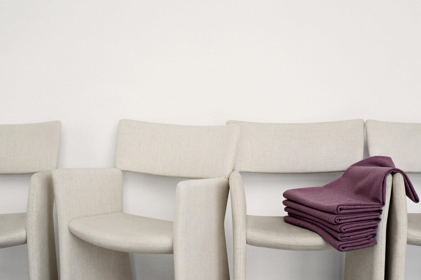 TinnappleMetz-massproductions-crown-armchair-01