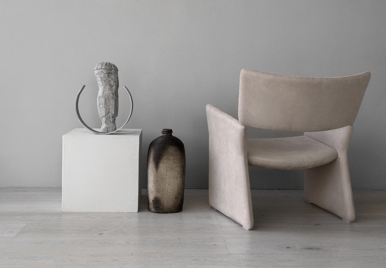 TinnappleMetz-massproductions-crown-armchair_01