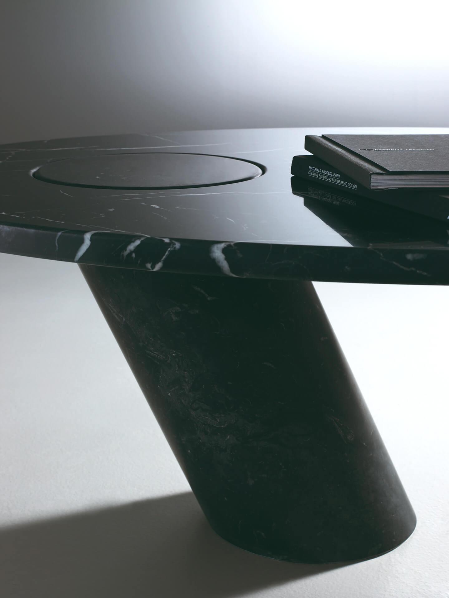 TinnappleMetz-agapecase-mangiarotti-Eccentrico-Desk-02