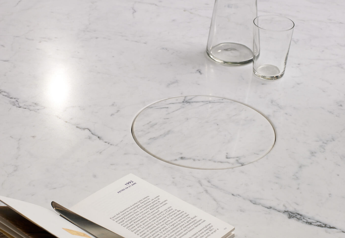 TinnappleMetz-agapecase-mangiarotti-Eros-Round-Side-Table-01