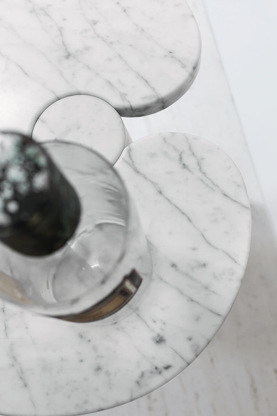 TinnappleMetz-agapecase-mangiarotti-Eros-Round-Side-Table-02