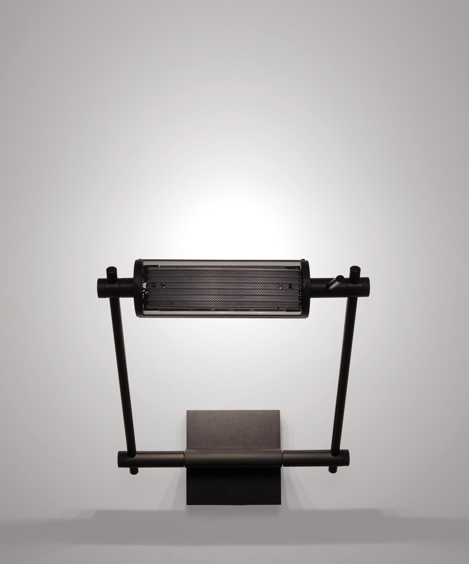 TinnappelMetz-nemo-logo-wall-lamp-01